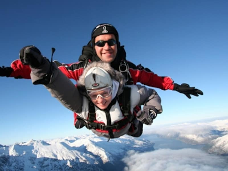 遊覧飛行、急降下、ゆっくりと降下と楽しめるスカイダイビング