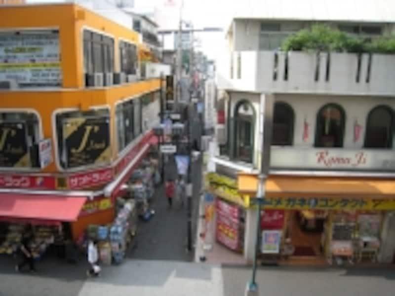 飲食店の多い路地