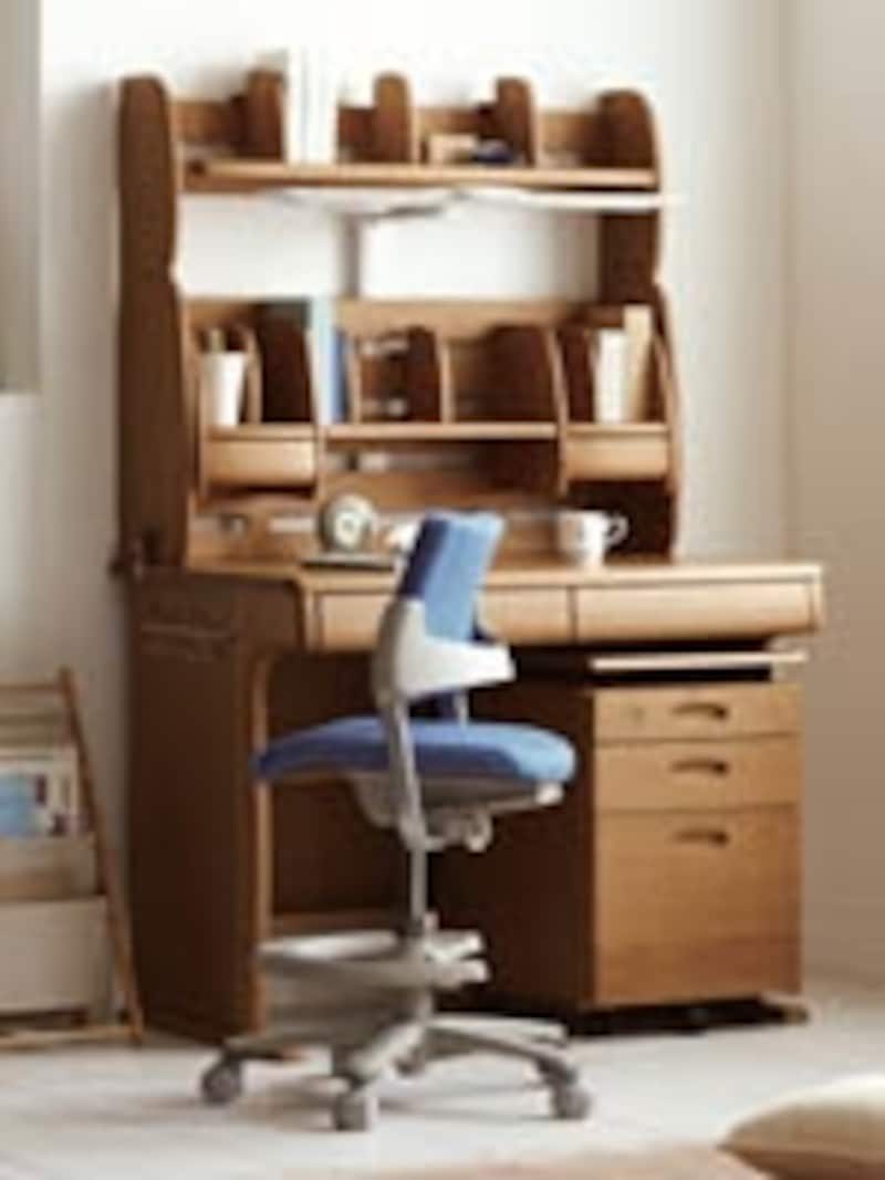 収納大の棚つき学習机