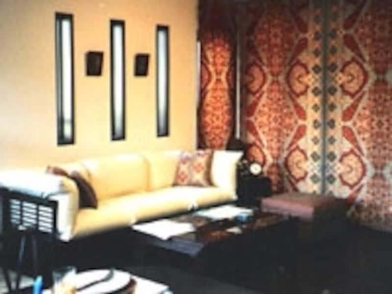 こんなシックなアジアンスタイルにはダークカラーの家具が合います。