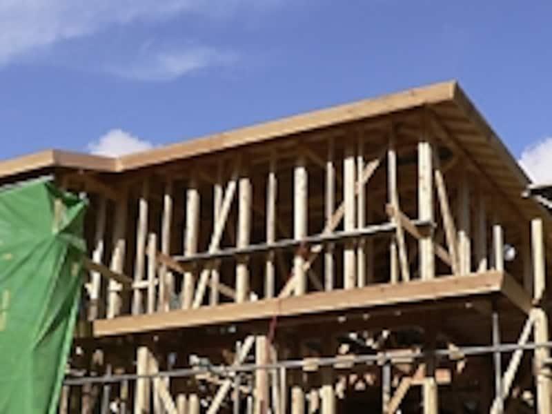 建築工事中の一戸建て住宅