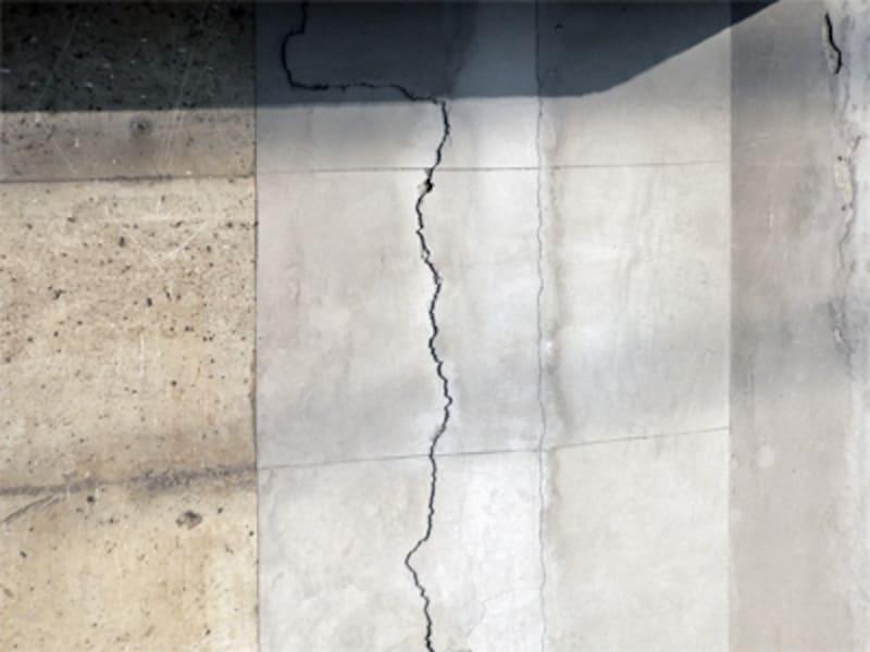 亀裂のある擁壁