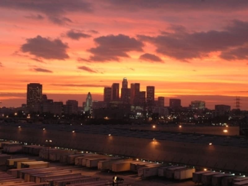 ロサンゼルスダウンタウンの夕景。西海岸に沈むサンセットがきれいです。