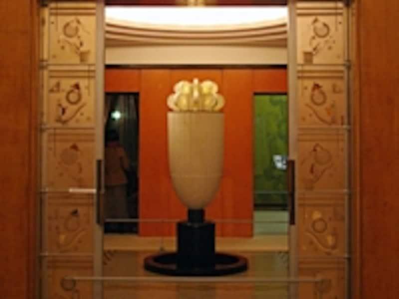 大広間横の「香水塔」。アールデコならではのフォルム