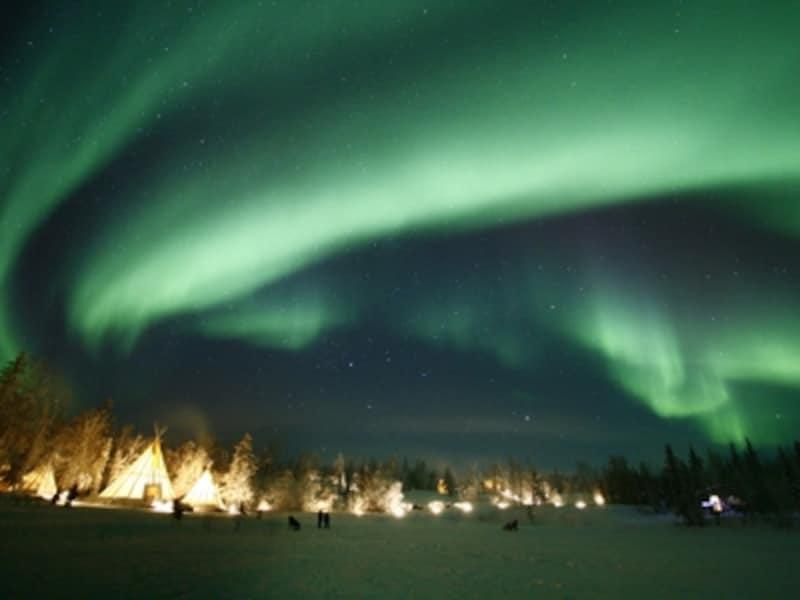 夜空を彩る神秘の光オーロラundefined写真提供:オーロラビレッジ