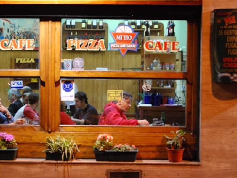 ブエノスアイレスでは、カフェやレストランが夜中まで大賑わいなのも嬉しい