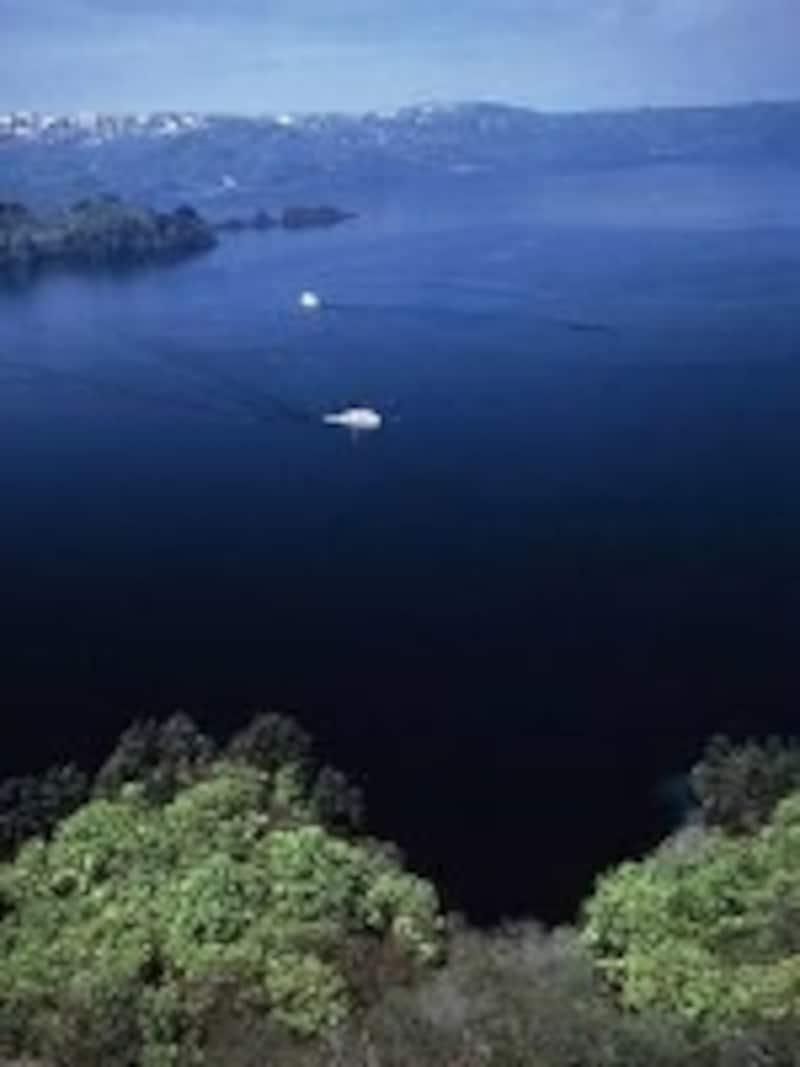 紺碧のカルデラ湖「十和田湖」。十和田八幡平国立公園のシンボル的存在