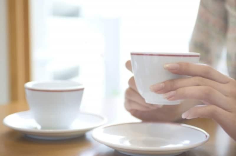 最近は初めからカップの持ち手を右側にセットするやり方が主流のようです