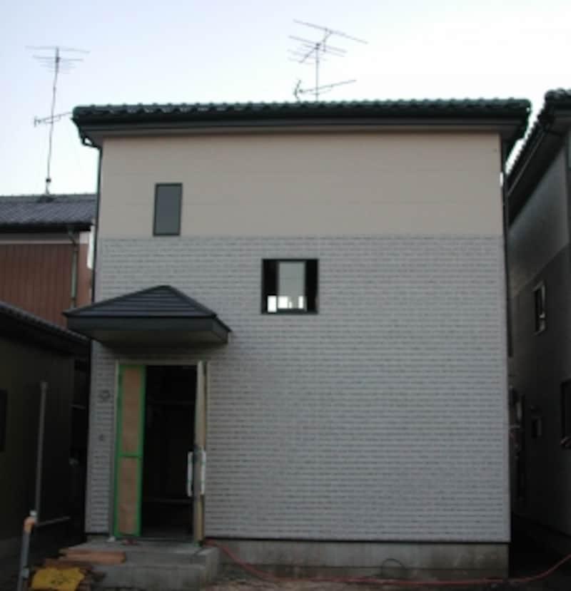 外観は長方形、屋根の形は寄棟に(原則1、6、7、8を適用)