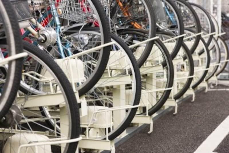 駐輪場は立地に関係なくニーズが高い。マンションに共用自転車を置き、必要な時借りるというシステムがあるマンションも。