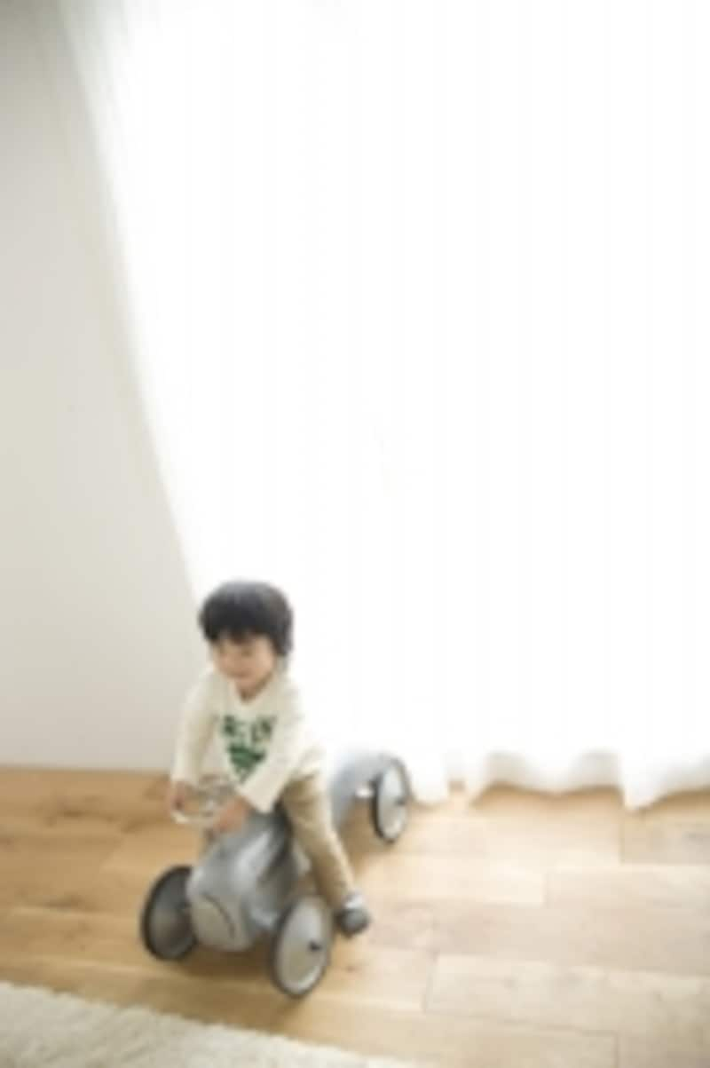 子どもが大好きな大型玩具。これごと階段から落下する事故も多い