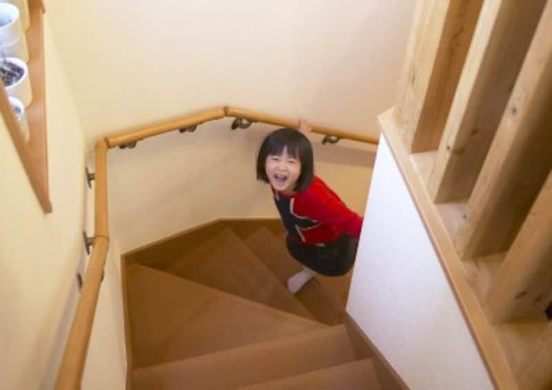 家庭内事故を防ぐ意味でも、階段に手すりがあることが望ましい