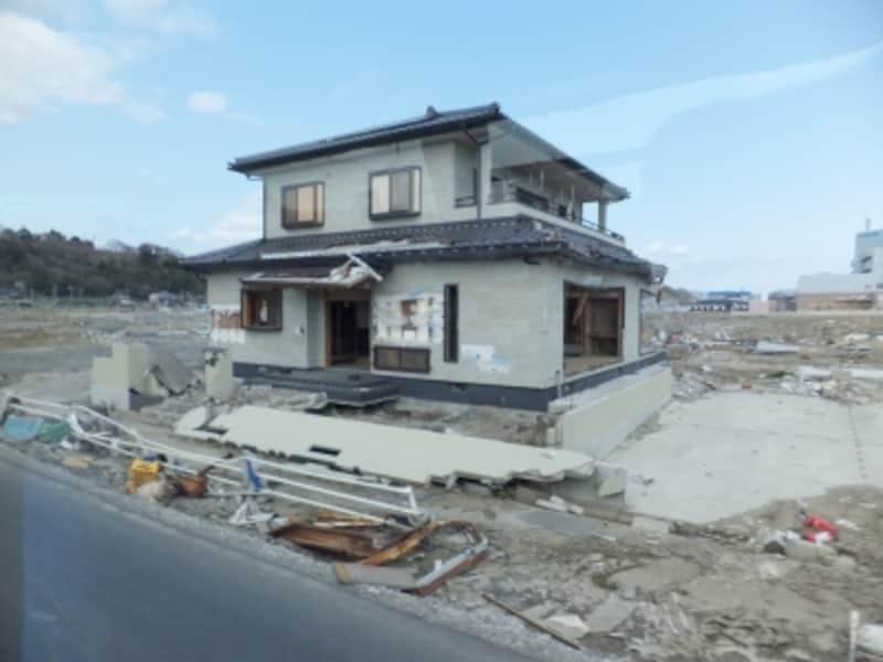 宮城県石巻市の住宅街にはポツリポツリと住宅が残るだけだった(被災後の石巻市)。