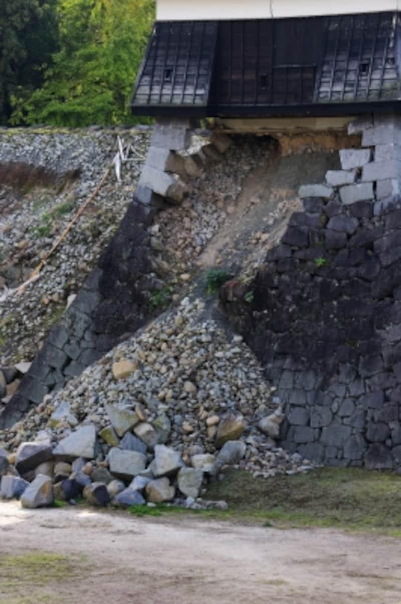 2016年の熊本地震では熊本城も石垣が崩れるなど大きな被害を受けました