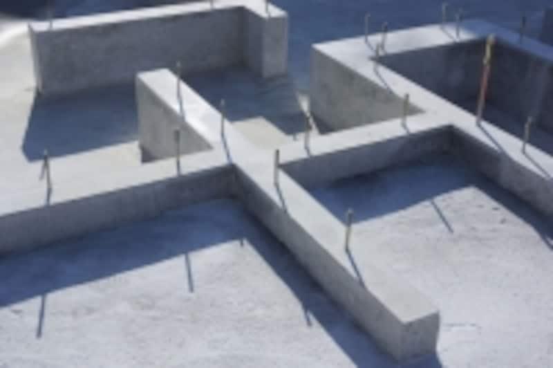 鉄筋コンクリート造は、鉄筋+コンクリートの強力な組み合わせで成り立っている構造です