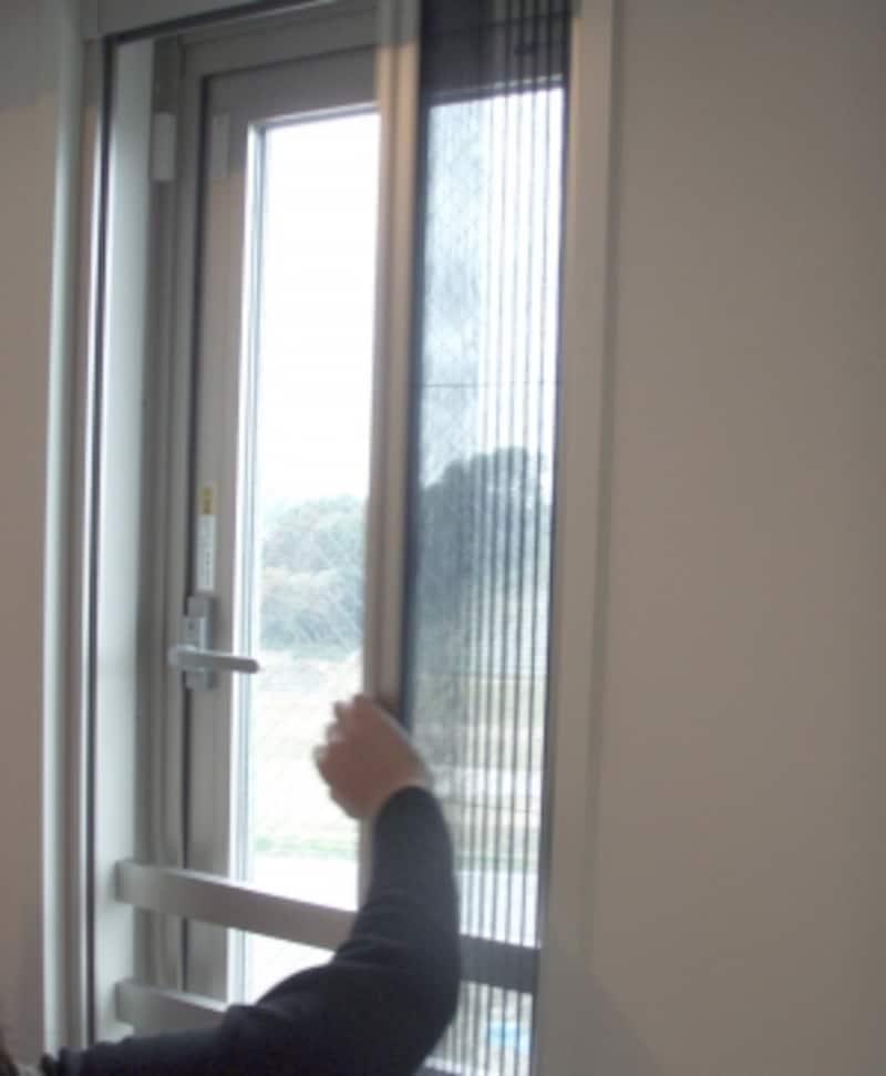 窓についている網戸も含め、建具は全て開け閉めして建て付けをチェックします。