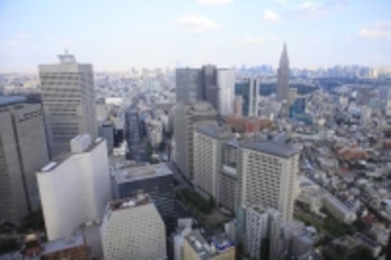 東京、大阪、名古屋などの大都市は沖積(ちゅうせき)層と呼ばれる軟弱な地盤の上に建っています。