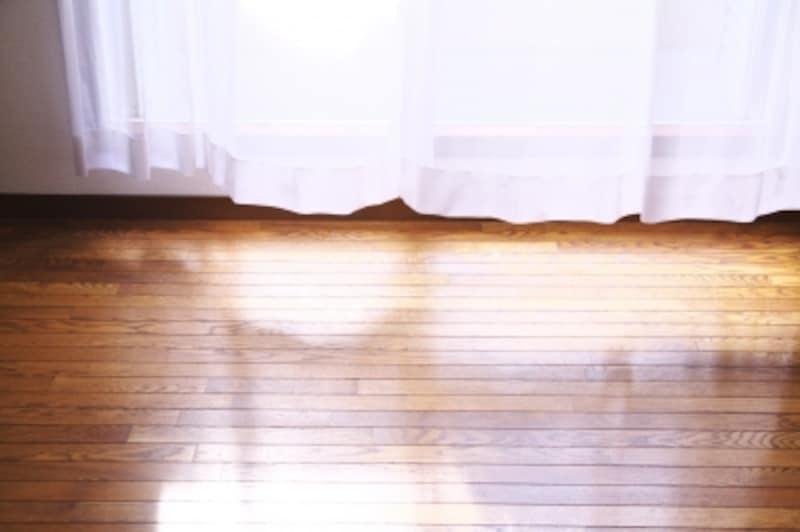 フローリングは人気のある床仕上げですが、遮音フローリングでかつ遮音性が高いものを選ぶようにしましょう