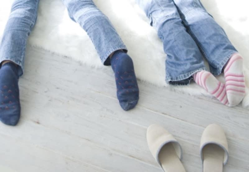 軽量床衝撃音とはスリッパでパタパタ歩く音、スプーンを床に落とした音など