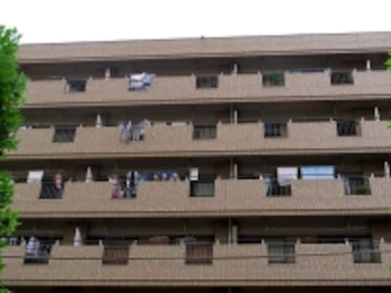 いろいろな人が集まって住むため、マンションの遮音・防音性は必要だ