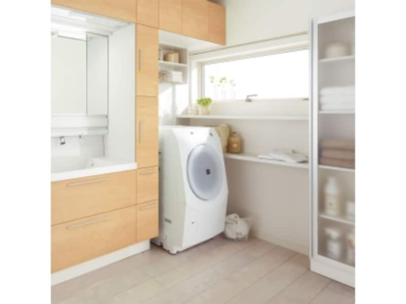 洗濯機のまわりに棚やモノを掛けるスペースを設けることもできる洗面化粧台。undefined[L.C.(エルシィ)]LIXILundefinedhttp://www.lixil.co.jp/