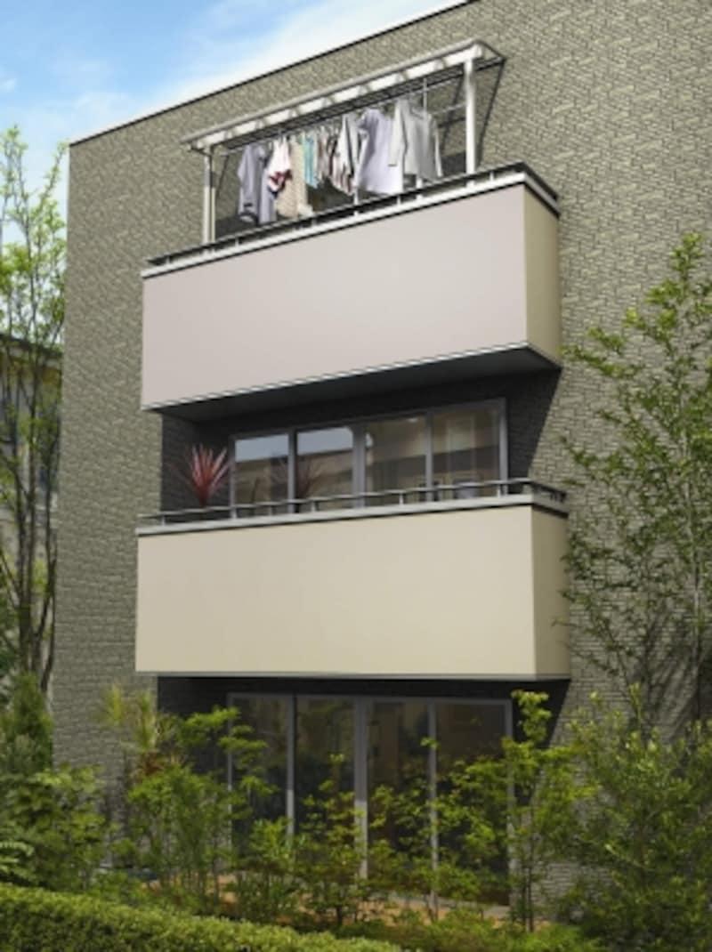 風の強い3階でも設置可能なシンプルなデザインのバルコニー屋根。[躯体式バルコニー屋根ヴェクター柱奥行移動アール型H2トーメイマット/物干しセット吊り下げ式H2]undefinedYKKAPundefinedhttp://www.ykkap.co.jp/