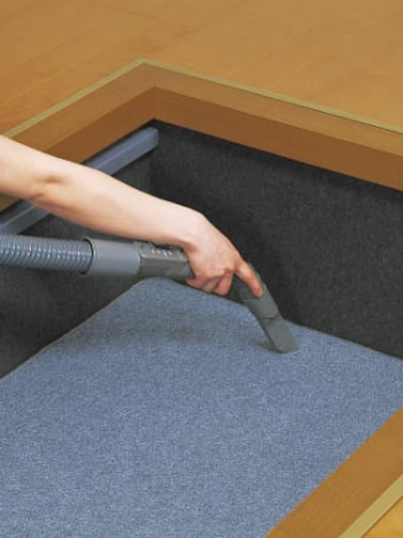 床下の底面カバーは取り外し可能なので、掃除がしやすく炉箱内を清潔に保つことができる。[堀こたつ:座卓シリーズundefined]undefinedDAIKENhttps://www.daiken.jp/