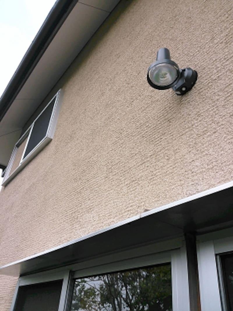 2階リビングでは人感センサー付きの照明など、1階、外まわりの防犯性も高めたい