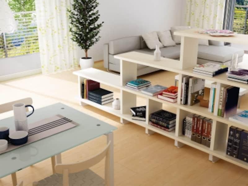 それぞれのスペースを緩やかに分ける。棚と方立を組立てる簡単施工なので、リフォームにも取り入れやすい。[フィットシェルフundefined間仕切りプラン]undefinedDAIKENundefinedhttp://www.daiken.jp/