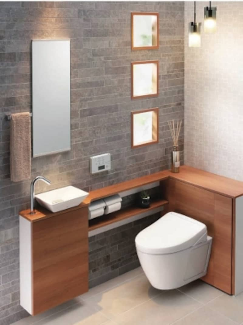 レストルームに必要な器具をパッケージした商品。便器後ろのキャビネットはトイレットペーパー12個収納可能、掃除用具もすっきりと収まる。手洗器の下にも収納スペースを確保。[レストパルF]undefinedTOTOundefinedhttps://jp.toto.com/