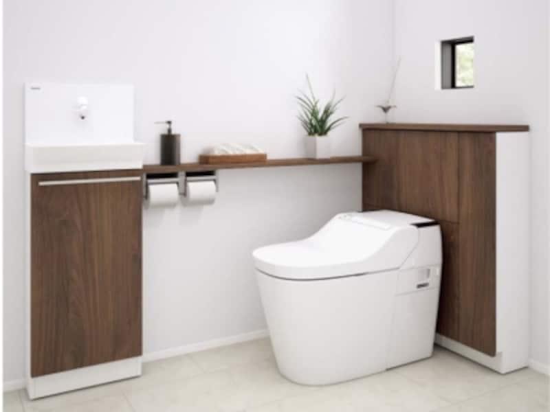 便器後ろには、トイレットペーパー12個、掃除用具などを収納可能。手洗いキャビネット部分にも収納を確保。[トイレ手洗い収納undefinedアラウーノカウンター]undefinedパナソニックエコソリューションズundefinedhttp://sumai.panasonic.jp/