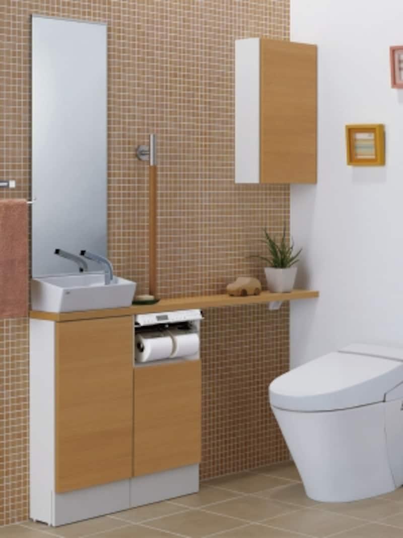 キャビネットの組合せで収納量は自由自在。トイレ空間のスペースに合わせてプランニングが可能。壁面にミドルキャビネットを設けて空間を有効利用しても。[キャパシアundefinedベースキャビネットタイプカウンター奥行160・ベッセル型(角形手洗器)]undefinedLIXILundefinedhttp://www.lixil.co.jp/