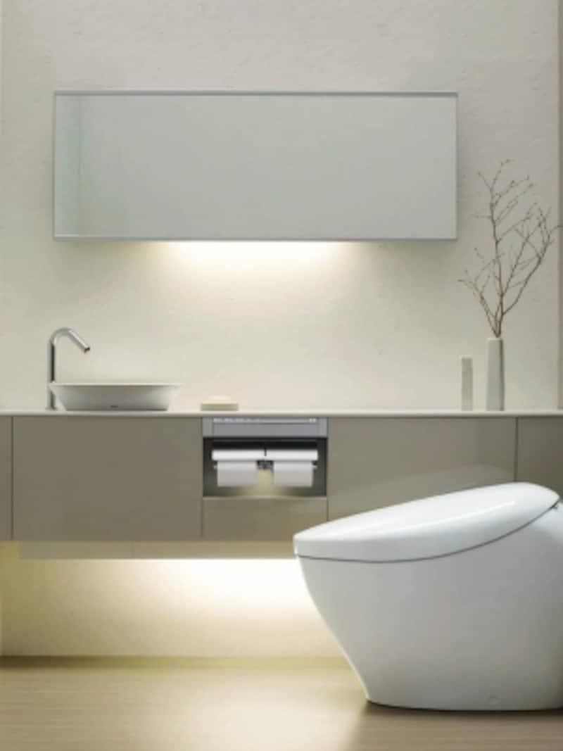 床から浮かすことで空間に広がりを感じさせる収納キャビネット。手洗器下は使いやすい小分けの引出し式。便器横は狭い空間でも使いやすいスライド式扉で、座ったまま取りだしたいトイレットペーパーなどを収納可能。[レストルームドレッサーundefinedフローティングデザインシリーズ]undefinedTOTOundefinedhttps://jp.toto.com/