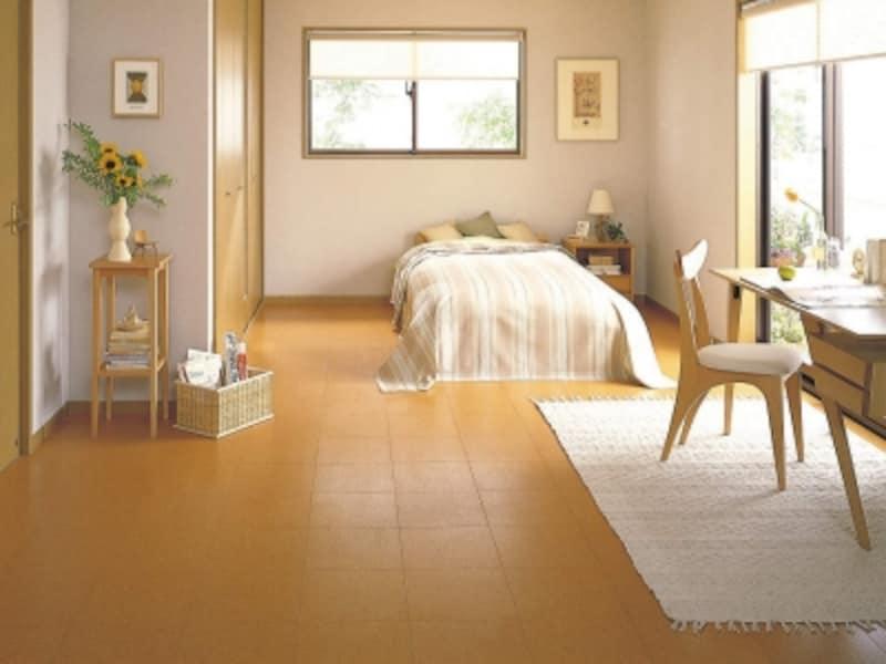 あたたかくソフトな天然コルク素材は、あたたかで柔らかな歩行感が特徴。高齢者や小さなお子さんの部屋に。[コルクフロアー12]undefinedDAIKENhttps://www.daiken.jp/
