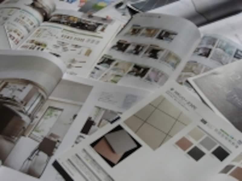メーカーのカタログにはさまざまなタイプがある。必要な時に必要な情報が入手できるように用意しておきたい。