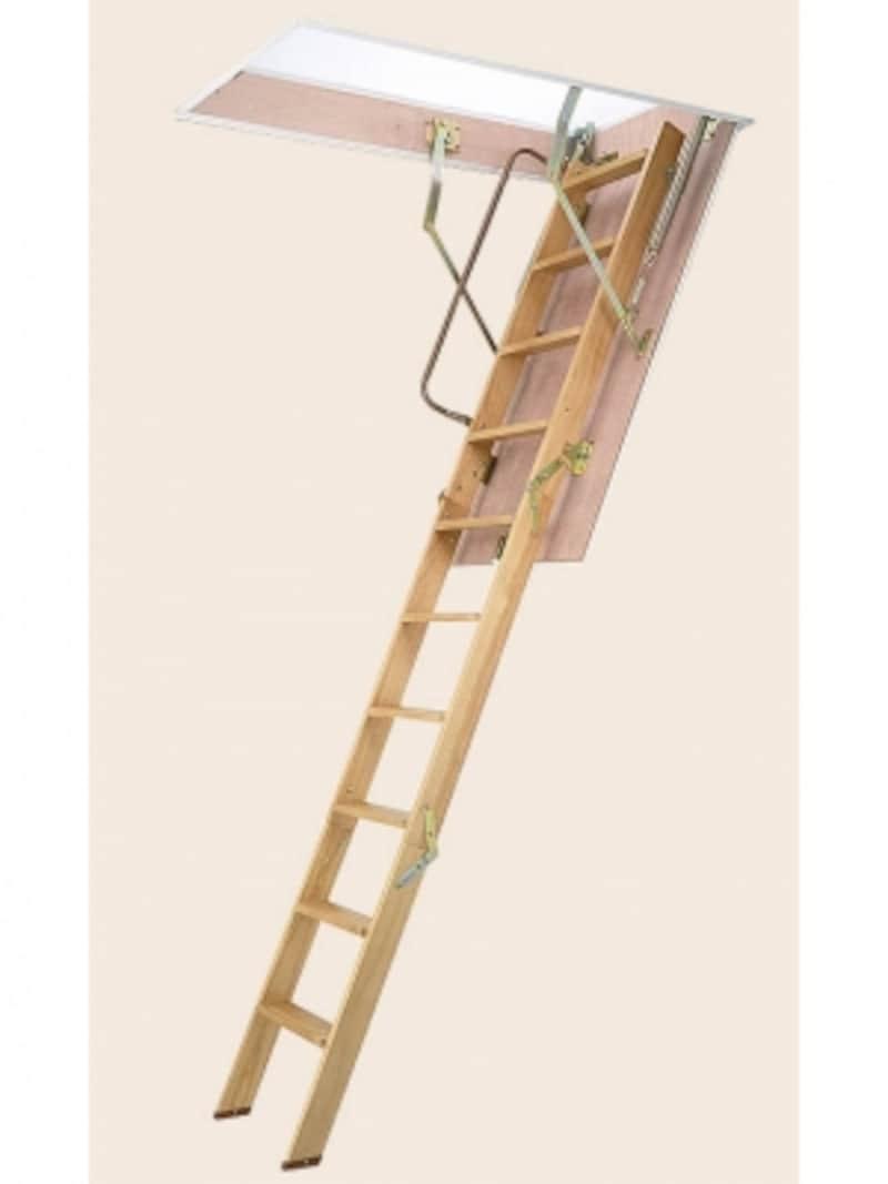 小屋裏収納に設けられるケースが多い収納式のはしご。操作性などはショールームで確認したい。[屋根裏はしご]undefinedLIXILhttp://www.lixil.co.jp/