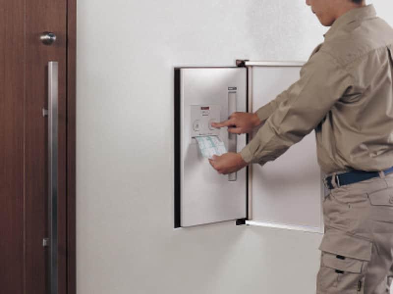 伝票差込みに伝票を入れ、「なつ印」ボタンを押し、押印することができるタイプ。[戸建住宅用宅配ポストコンボ-int配達] パナソニック http://sumai.panasonic.jp/
