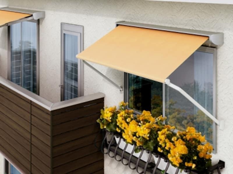 高窓やFIX窓にも取付け可能なコンパクトなスタイル。西日が差し込む窓に適する。[彩風undefinedウインドウタイプ]undefinedLIXILundefinedhttp://www.lixil.co.jp/