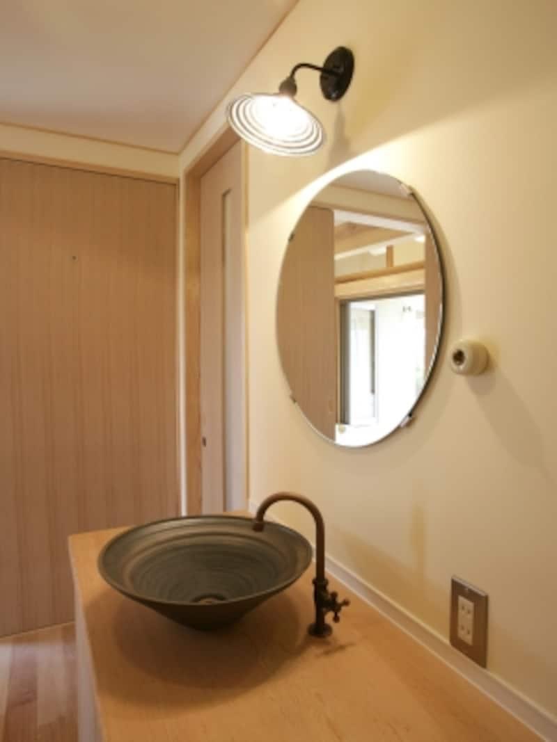 照明や洗面ボウル、水栓などを支給するケースも多い(写真はイメージ)