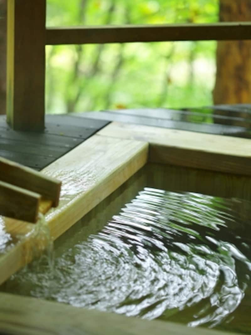 優しい肌触りと香りまで楽しめる木製の浴槽。(イメージ)