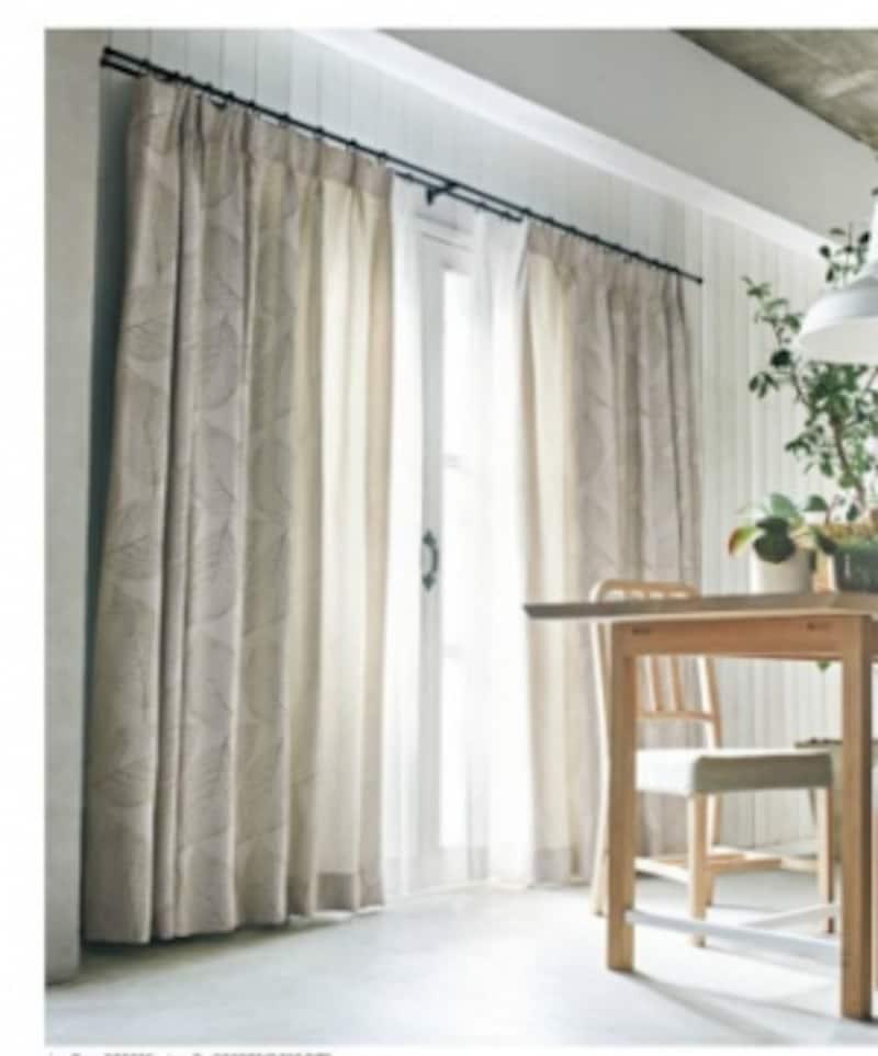 エレガントな雰囲気のカーテンレールを取り入れて、窓辺のポイントにも。[カーテン:SC3250]undefinedサンゲツundefinedhttps://www.sangetsu.co.jp/