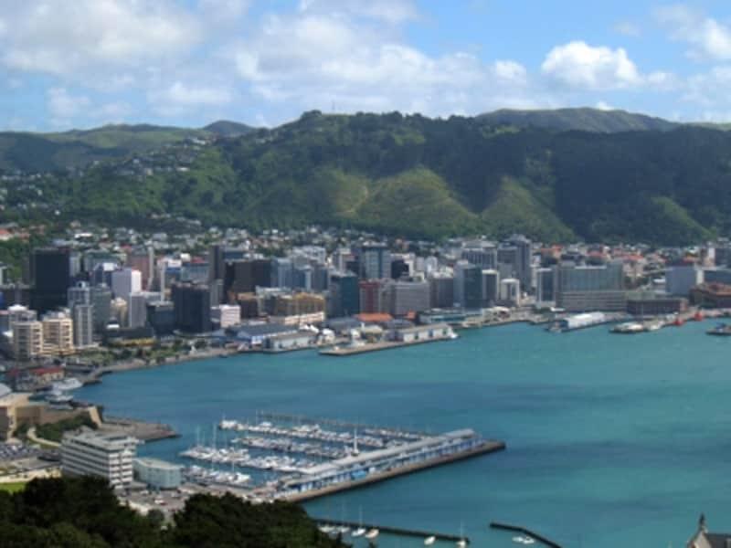 ニュージーランドの首都・ウエリントンは海と丘陵地帯に挟まれた場所に位置する。芸術と文化の都としても知られている。