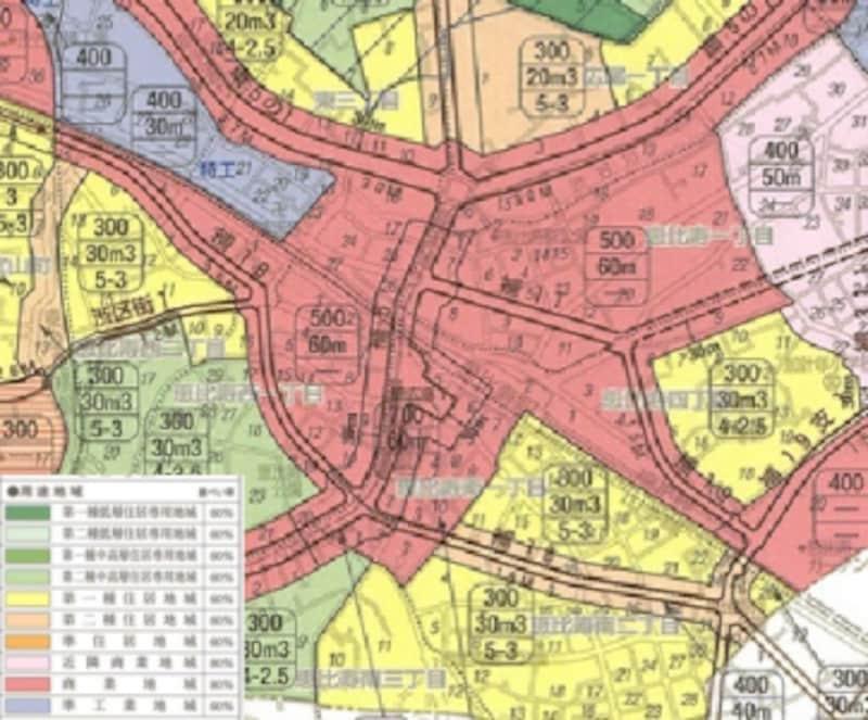 各自治体により都市計画が策定され、地域ごとに住宅地域、商業地域、工業地域と線引きされる。