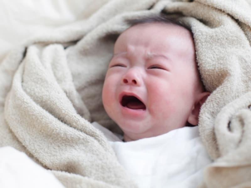 夜泣きの原因は解明されておらず、対処法も赤ちゃんによってさまざま