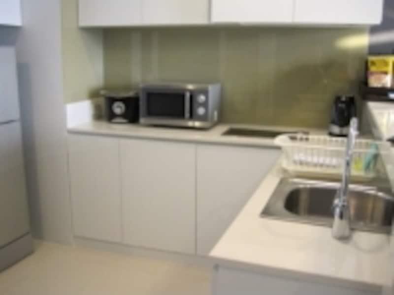 キッチンのついているサービスアパートは、ミルクや離乳食が必要な赤ちゃん連れの家族にも人気