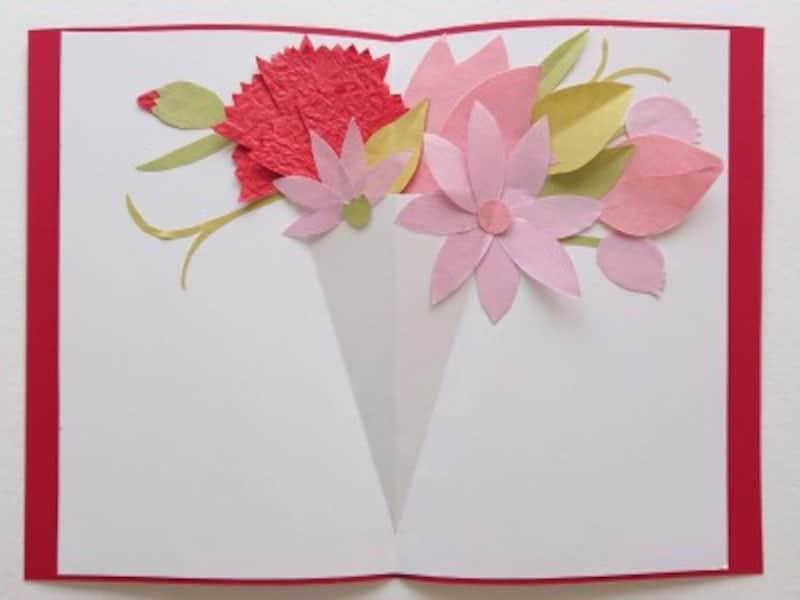 ケント紙に花を貼る前、作った花を一度置いてみる
