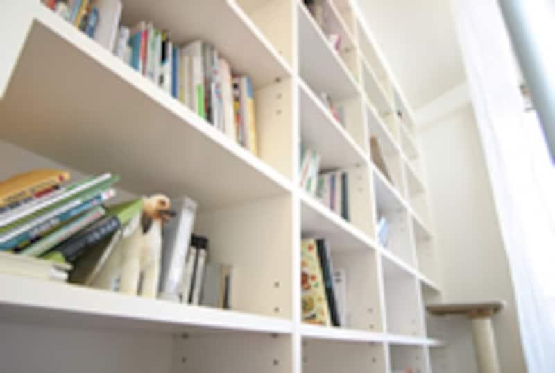 本の収納スペースが小さくても図書館が近くにあれば大丈夫?