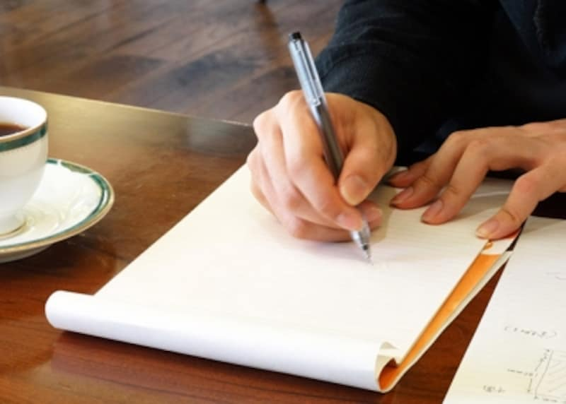 退職願の書き方!書くポイントや道具・提出時期や引き留められた場合