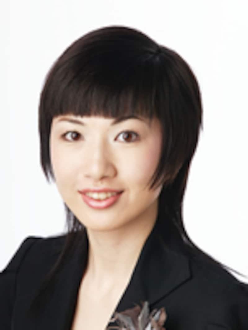 【メイクアップ講師】岡田 絵梨奈さん某企業海外営業部勤務後、メイクアップ講師に。現在は、フィニッシングスクール「インフィニ」メイクアップ担当、大学非常勤 講師