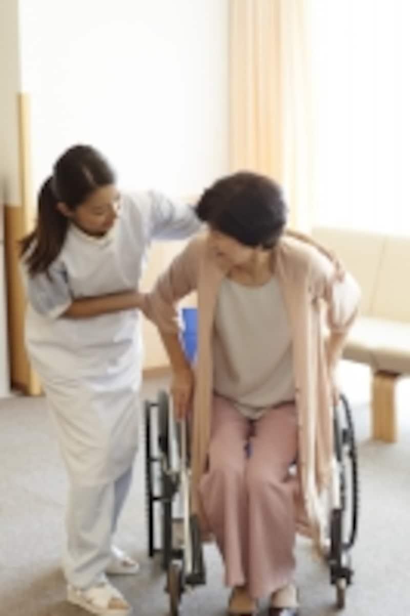 車椅子の介助中